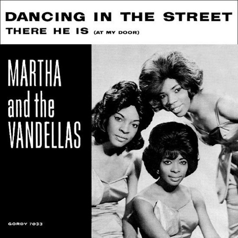 Martha and the Vandellas Dancing in the Street 45 sleeve